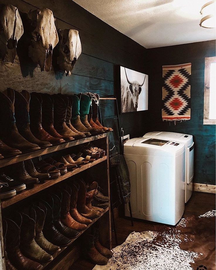 You'll Fall In Love With Laundry Thanks To This Mudroom