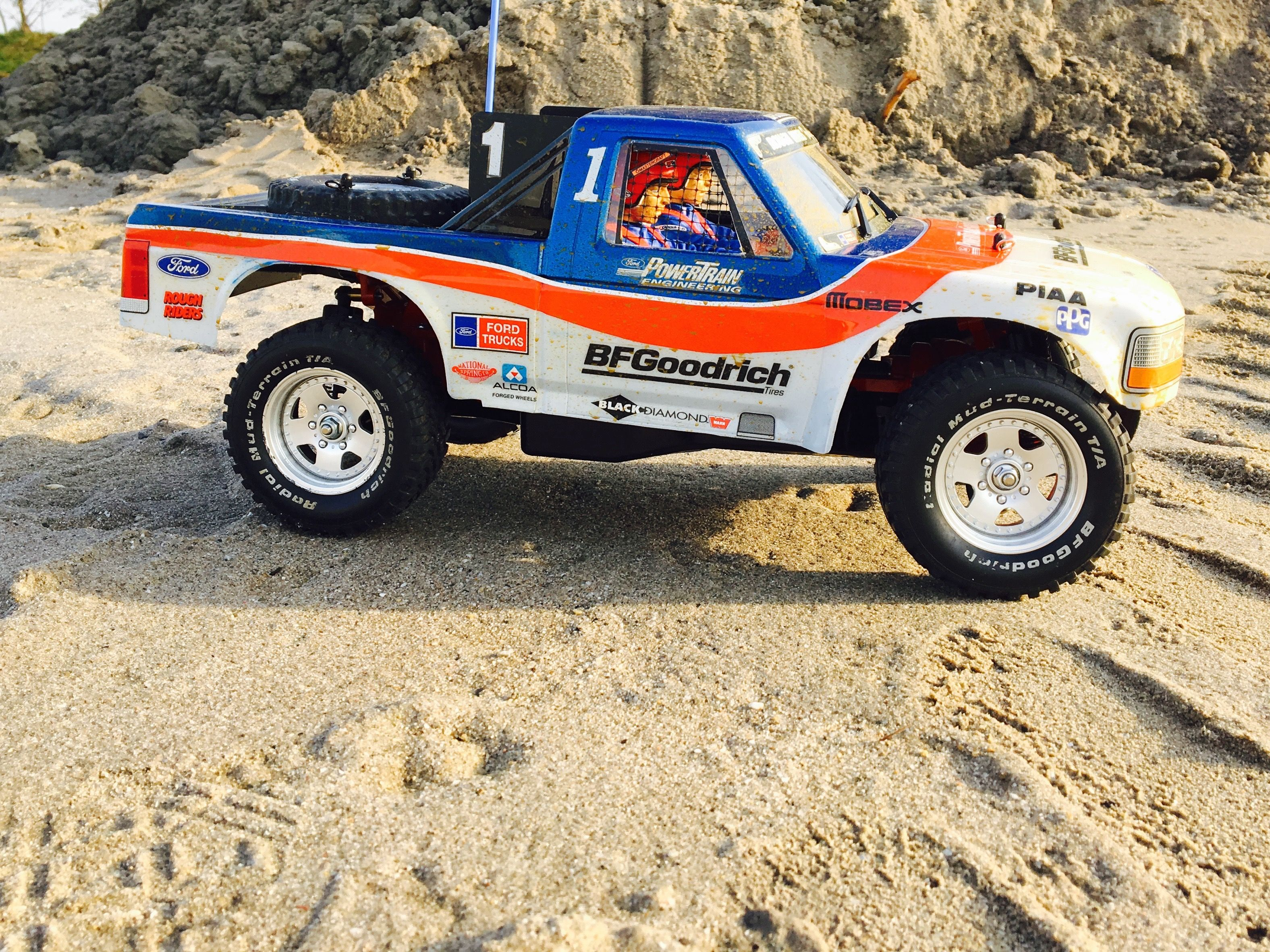 Tamiya ford f 150 racing truck with custom interior and window nets build by rc