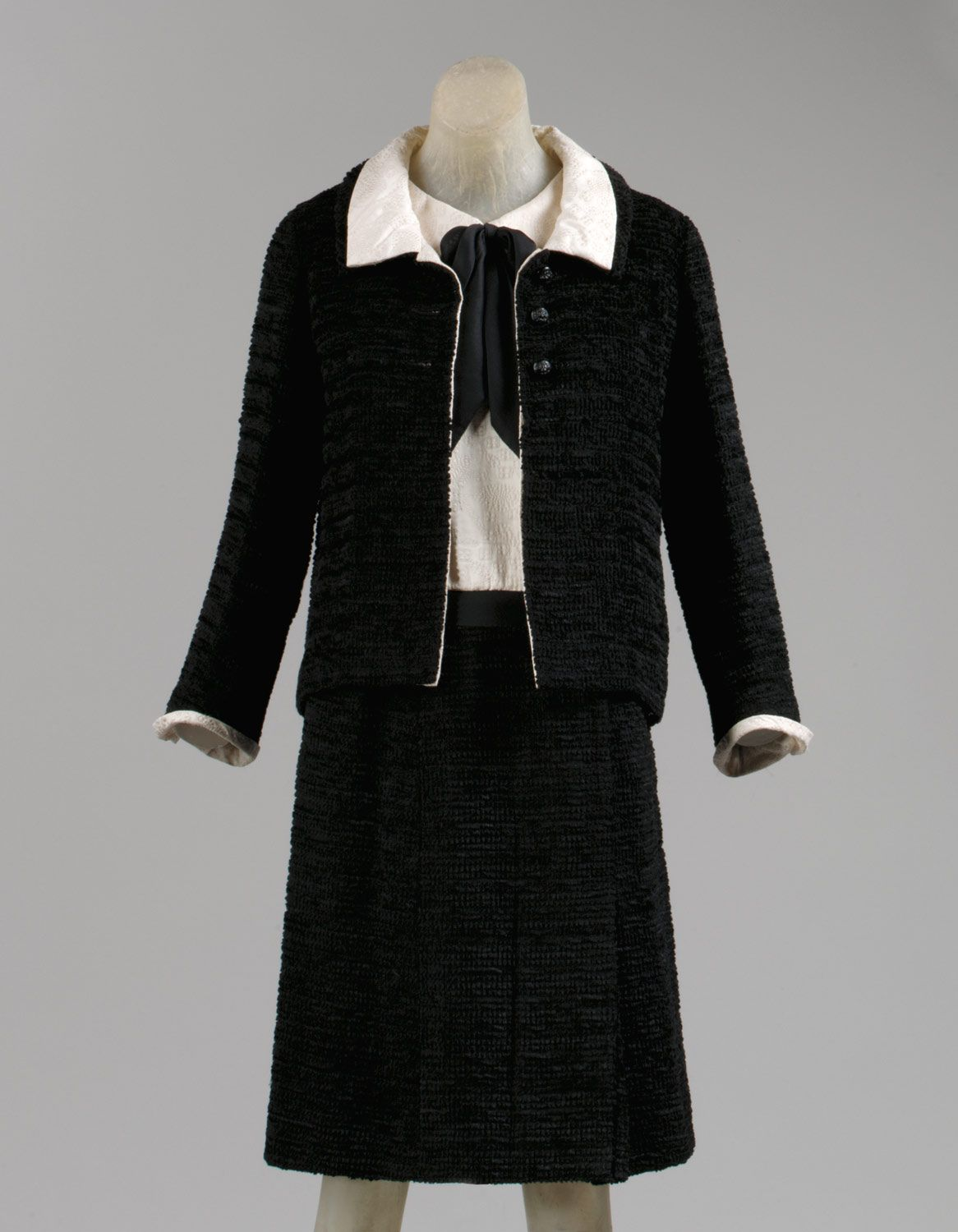 c31a936a8 Cocktail ensemble in 2019 | Life in the 1930s-60s | Chanel outfit ...