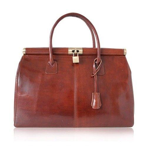 Irresistibilmente vintage... è la magia del cuoio che dura per sempre, raffinatamente minimal, più la indossi e più diventa bella, più la usi, più valore acquista.