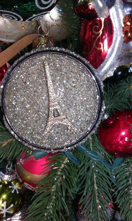 Parisian Christmas via @jacquereid #Christmas #Paris Un Tour de