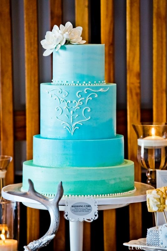 ombre-aqua-wedding-cake-with-sugar-dahlias-sweet-cheeks.jpg (533×800)