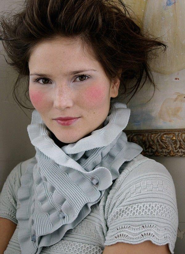 Oleana collar in 75 percent merino wool, 25 percent silk, design 129