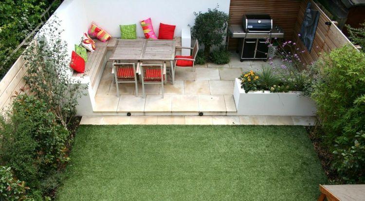 Ideen Kleinen Garten Terrasse Sitzecke Grill Blumenkasten Rasen Fliesen Kleiner Garten Garten Terrasse Einfache Gartengestaltung