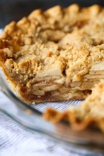 Chai Apple Pie - Cookies and Cups