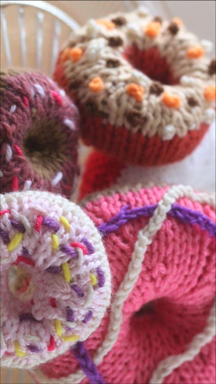 Regali Di Natale Fai Da Te Uncinetto.Decorating Knitted Desserts Embroidery Crochet Chains Regali Di