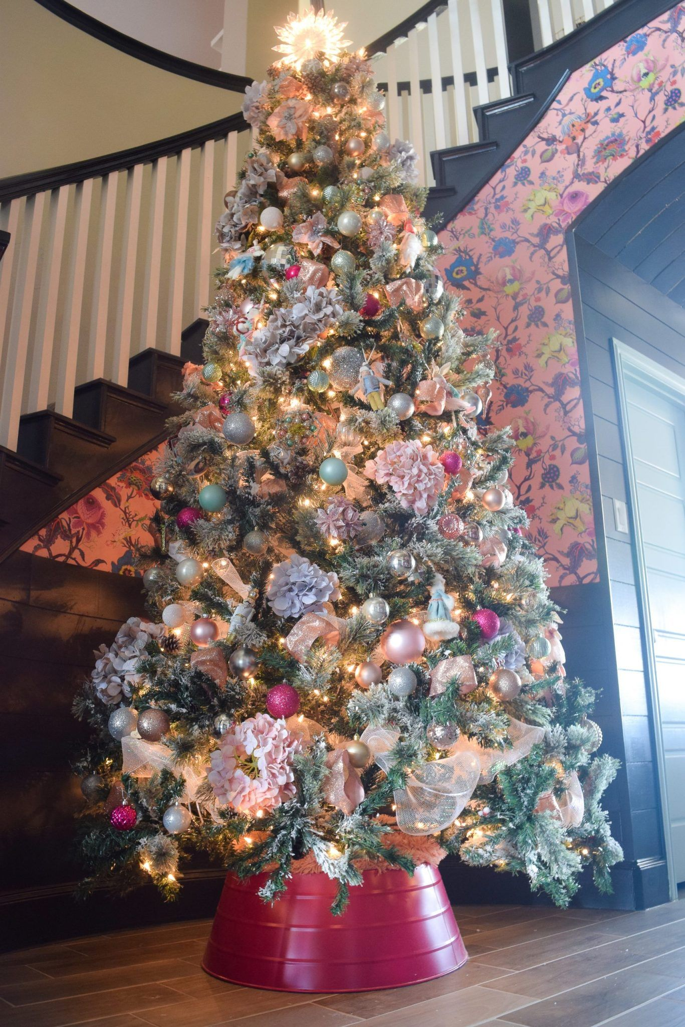 A Merry & Bright Holiday Home Tour Gold christmas