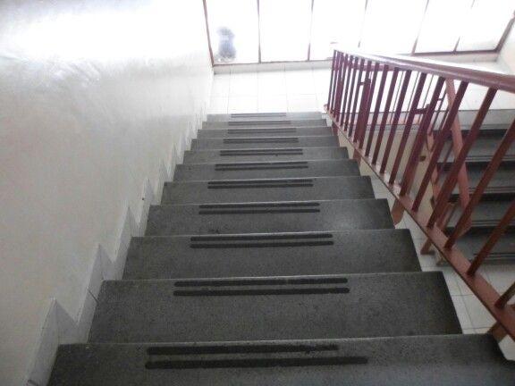 Las Escaleras Te Llevan Para Arriba Y Para Abajo Pero Siempre Te Llevan A Donde Mismo Home Decor Home Stairs