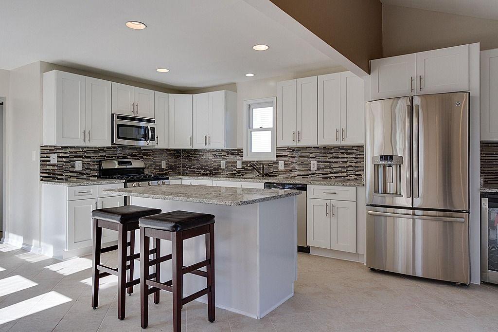 Granite Simple Island Breakfast Bar Contemporary Flat Panel L Shaped Undermount Contemporary Kitchen Dream Kitchens Design Kitchen