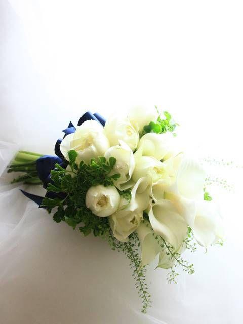 ミニカラーとカップ咲きのバラのブーケ