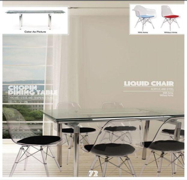 Mesa de vidrio expandible y Sillas Acrilico transparente Muebles