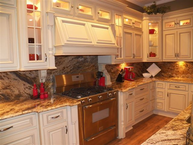Adrian Traditional Kitchen Cabinets