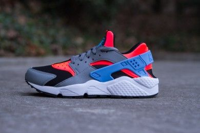 52cbfede5d5 NIKE AIR HUARACHE BRIGHT CRIMSON UNIVERSITY BLUE www.cornerstreet.fr ...