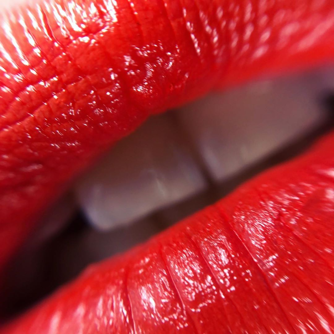 💋Mac Love me Lipstick Shamelessly Vain💋 Amore a prima vista!!!!! 💋 💋 @maccosmetics @maccosmeticsitalia #maccosmeticsitalia #maccosmetics #makeup #macloveme #maclovemelipstick #lovemelipstick #maclipstick  #makeuplover #macdreamup #maclipslipslips #lips #lip #red #macartofthelip #makeuptrends #makeupartist #makeupart #mac #macaddict #macartistchallenge #myartistcommunity  #myartistcommunity_italy #beauty #cosmetics