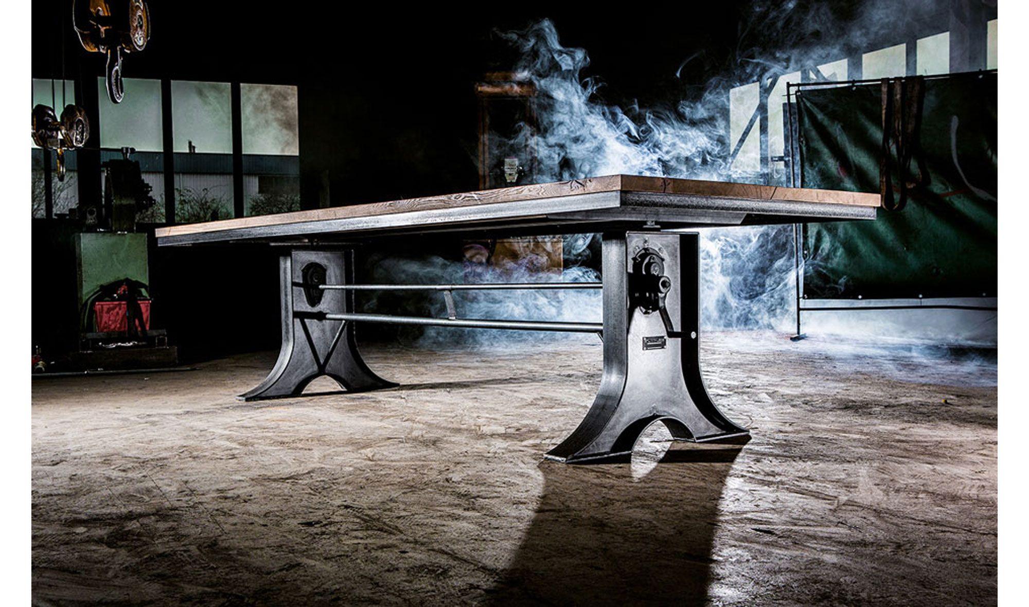 Base de acero con tabla de roble rustico. Existe la posibilidad de ...