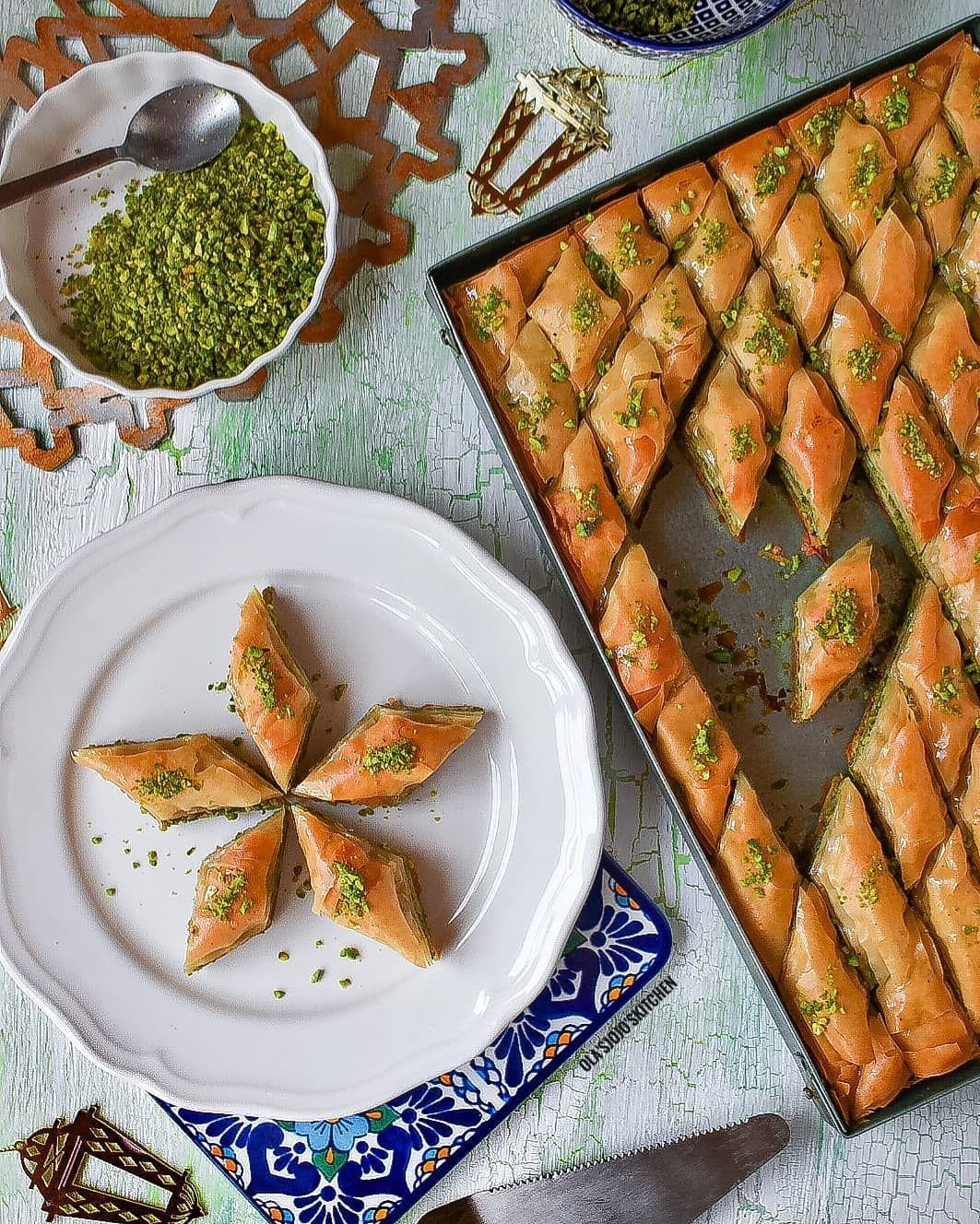 El Namleya النملية On Instagram بقلاوة بالفستق تقديم علا حسني Olas Jojos Kitchen البقلاوة بشكلها المتعارف عليه المكونة من ط Lebanese Recipes Food Cuisine