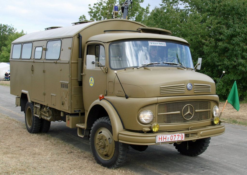 A Mercedes Benz 710 Of The Zs Zivilschutz Civil Defence Vehicules Militaires 4x4 Camion