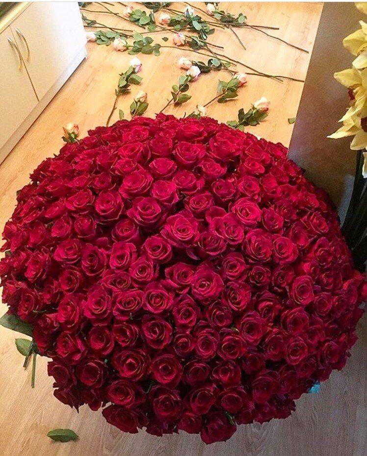 Pin By Tetyana Skavronska On Manifestation Red Rose Bouquet Flowers For Girlfriend Luxury Flowers