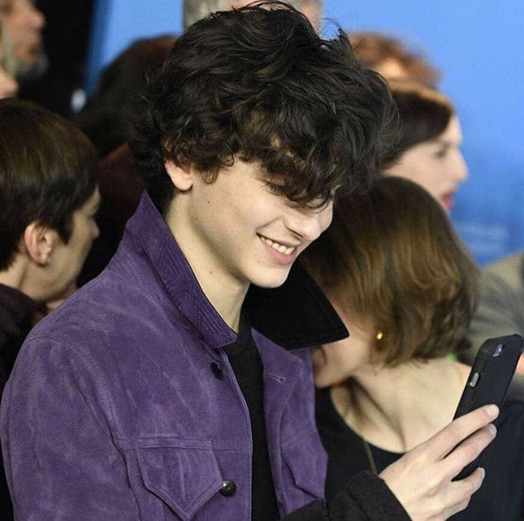 Such Fluffy Curly Hair Great Jacket Too Timotheechalamet Curly Hair Styles Fluffy Curly Hair Black Hair Boy