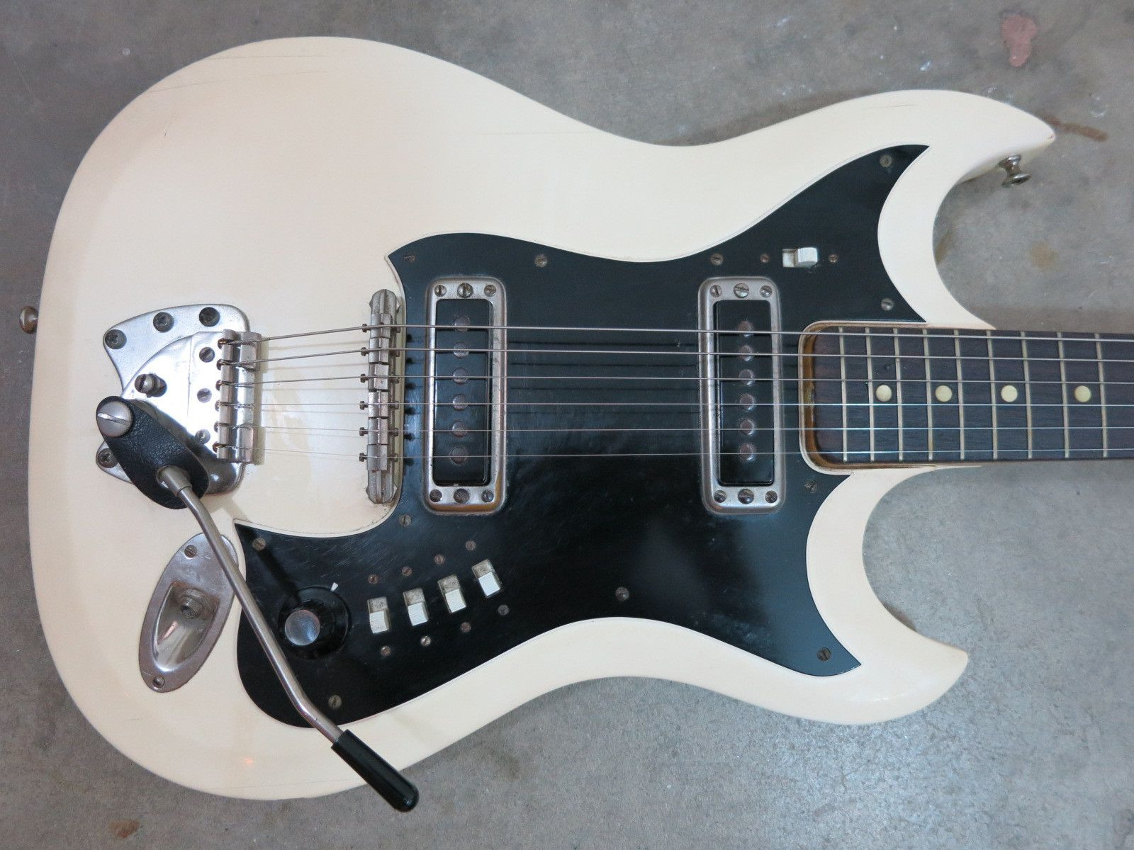 vintage 1960s hagstrom ii electric guitar made in sweden white cream ni vintage classic 60s. Black Bedroom Furniture Sets. Home Design Ideas