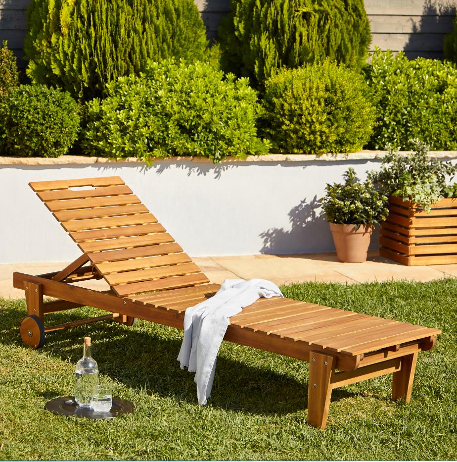 Ce bain de soleil en bois Blooma Denia vous offre un maximum ...