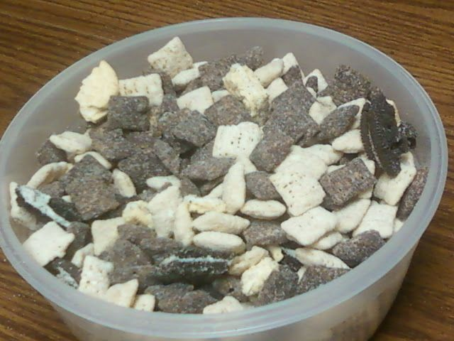 Mangia, Mangia!!! - Come Eat with Me: Cookies and Cream Puppy Chow