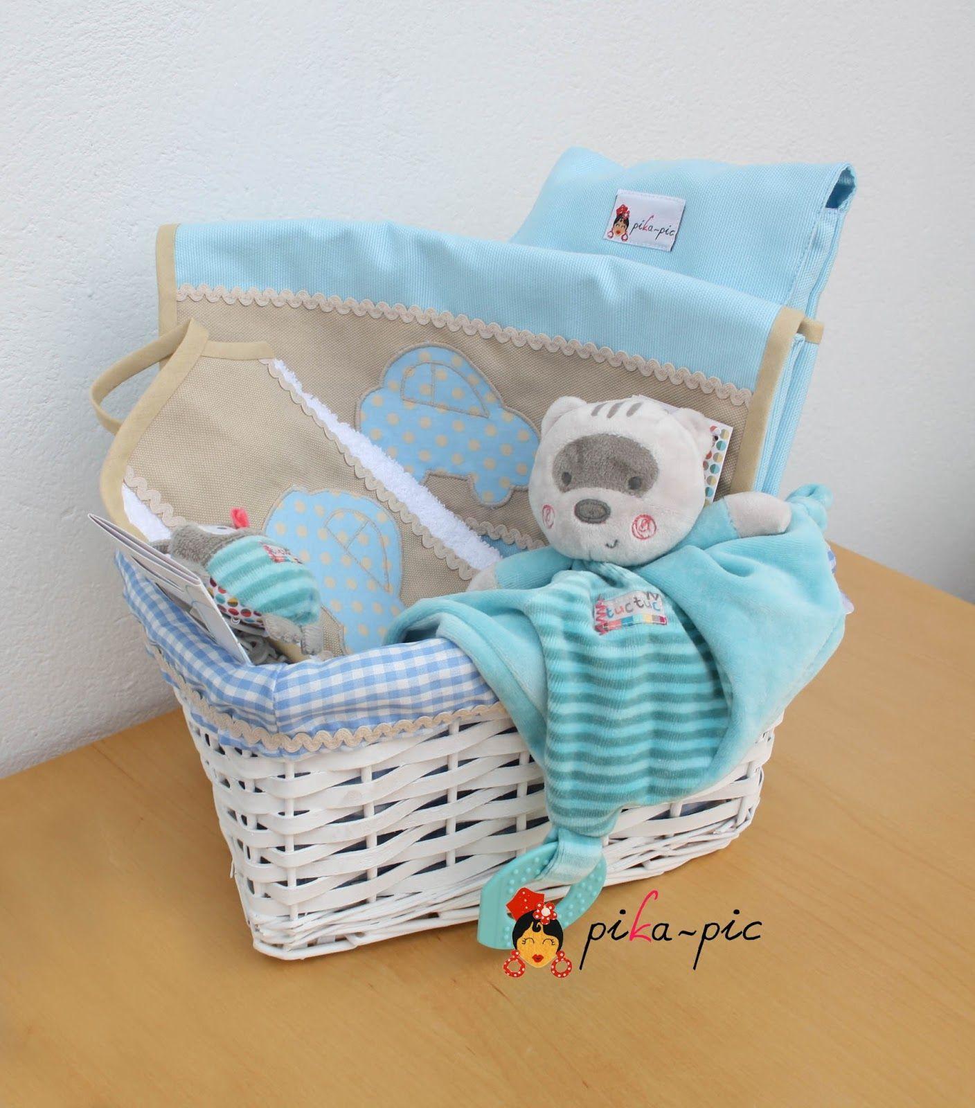 www.pikapic.es  Cesta regalo para recién nacido.