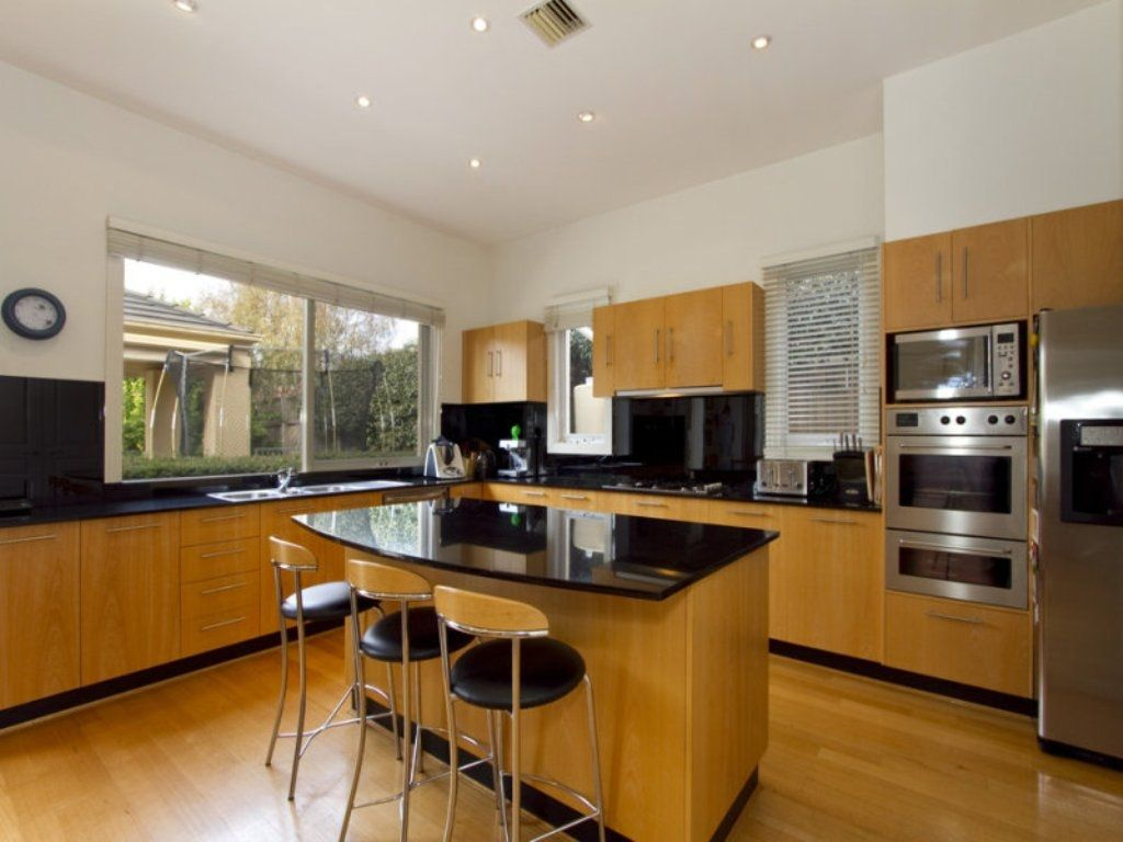 Simpe l shaped kitchen with island layout