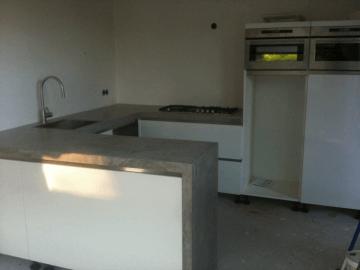 Keuken hoogglans wit beton ciré werkblad kitchen