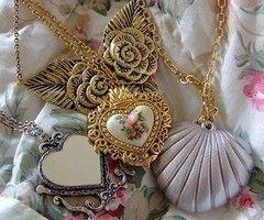 I love oldish jewelry