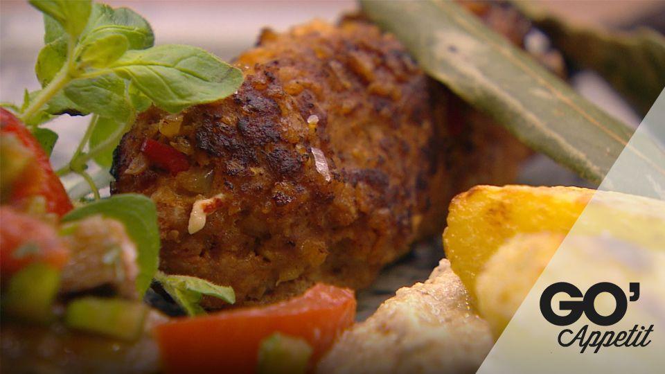 Kebabdeller på spyd med auberginedip og tomatsalsa