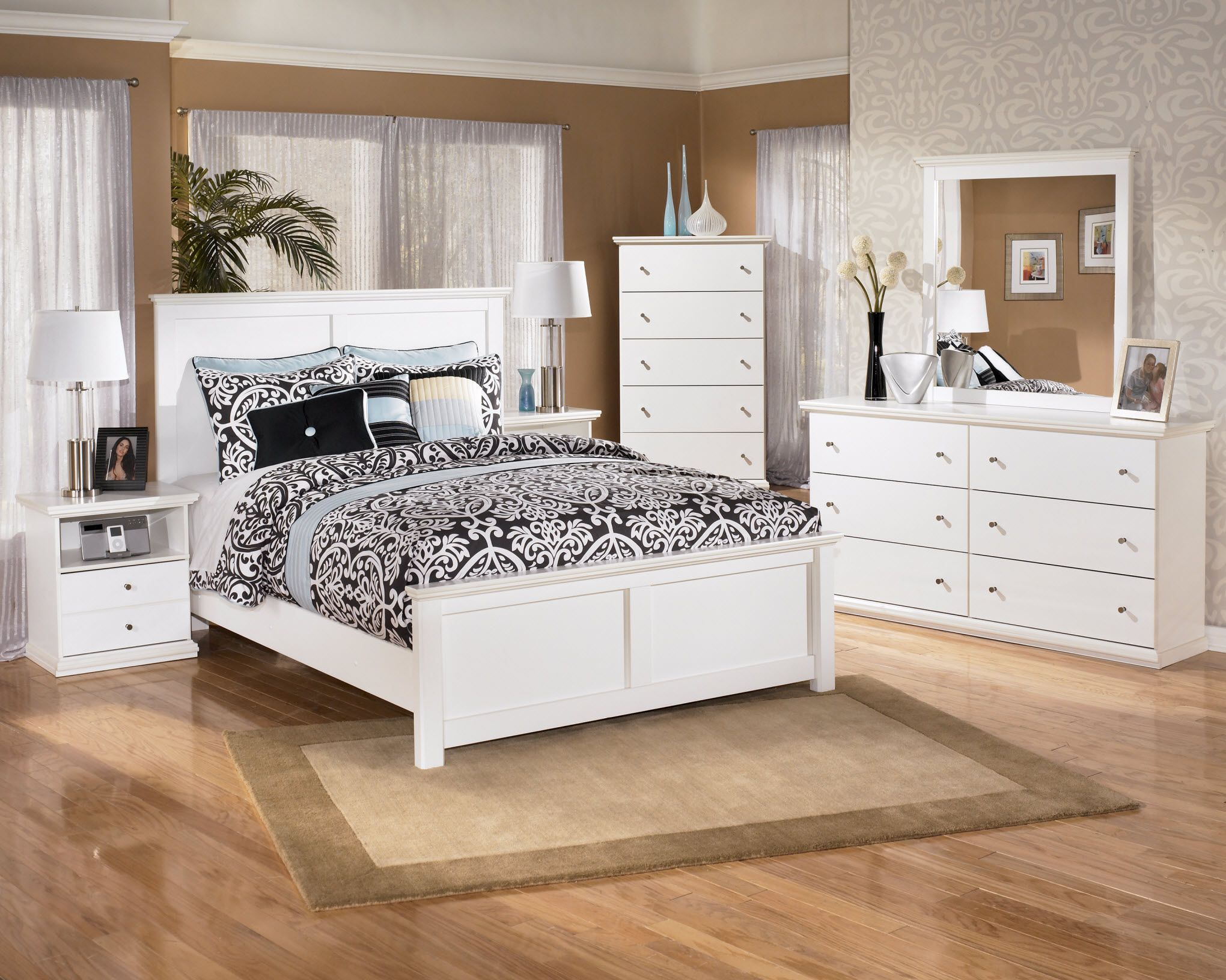 Get your Bostwick Shoals 5 Pc  Bedroom   Dresser  Mirror   Queen Panel Bed  at Furniture Warehouse  Holland MI furniture store. Bostwick Shoals Solid White Cottage Style Bedroom Set   Wholesale