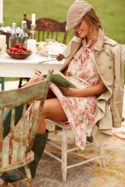 The hat with the floral dress and boots, great! The unladylike sitting position, major fail!