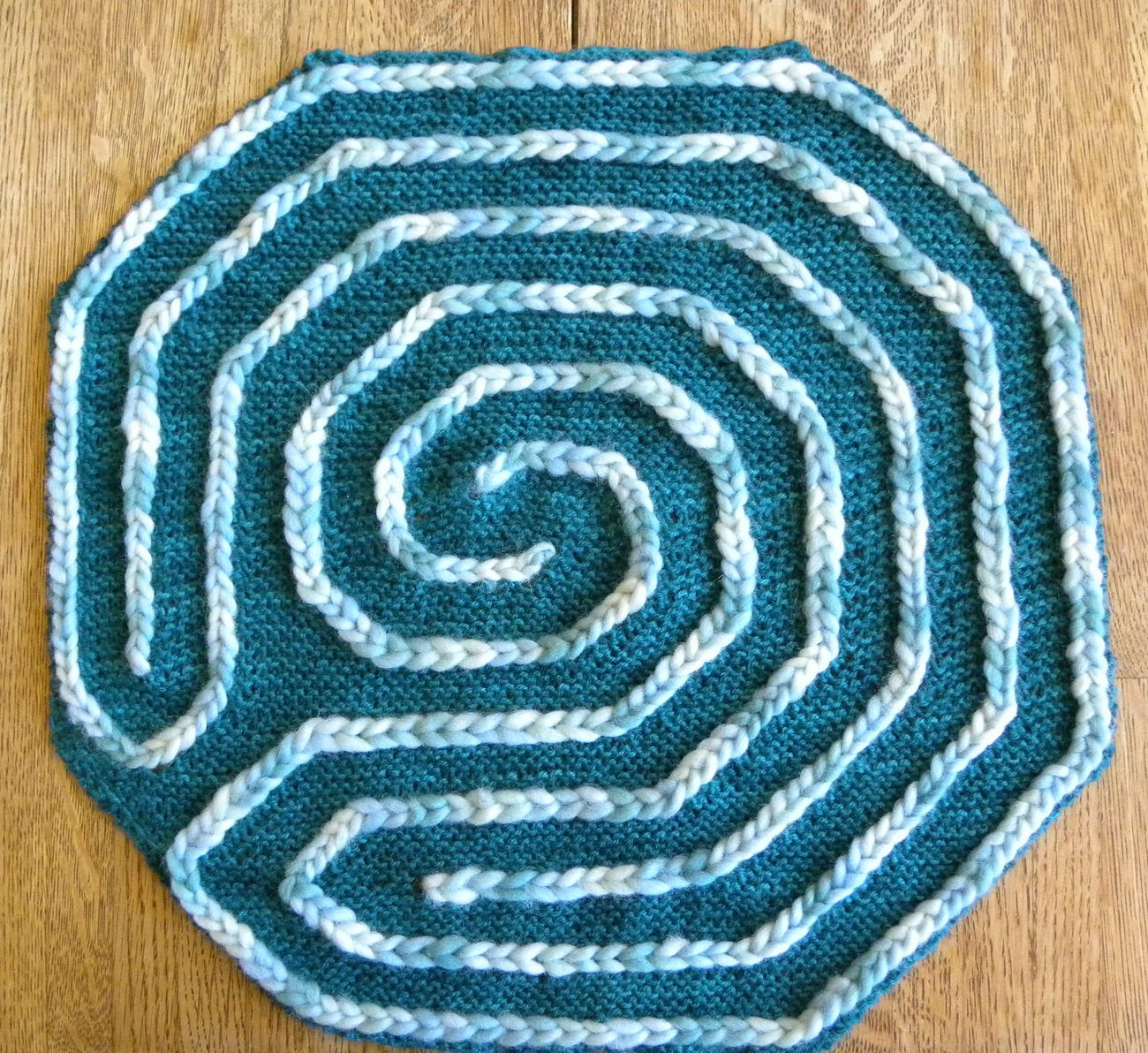 Free knitting pattern for finger labyrinth this portable version free knitting pattern for finger labyrinth this portable version of the classic baltic labyrinth pattern bankloansurffo Images