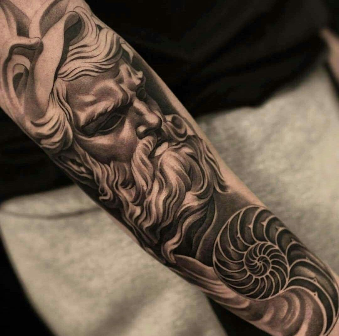 tatuagens femininas no braço mitologica