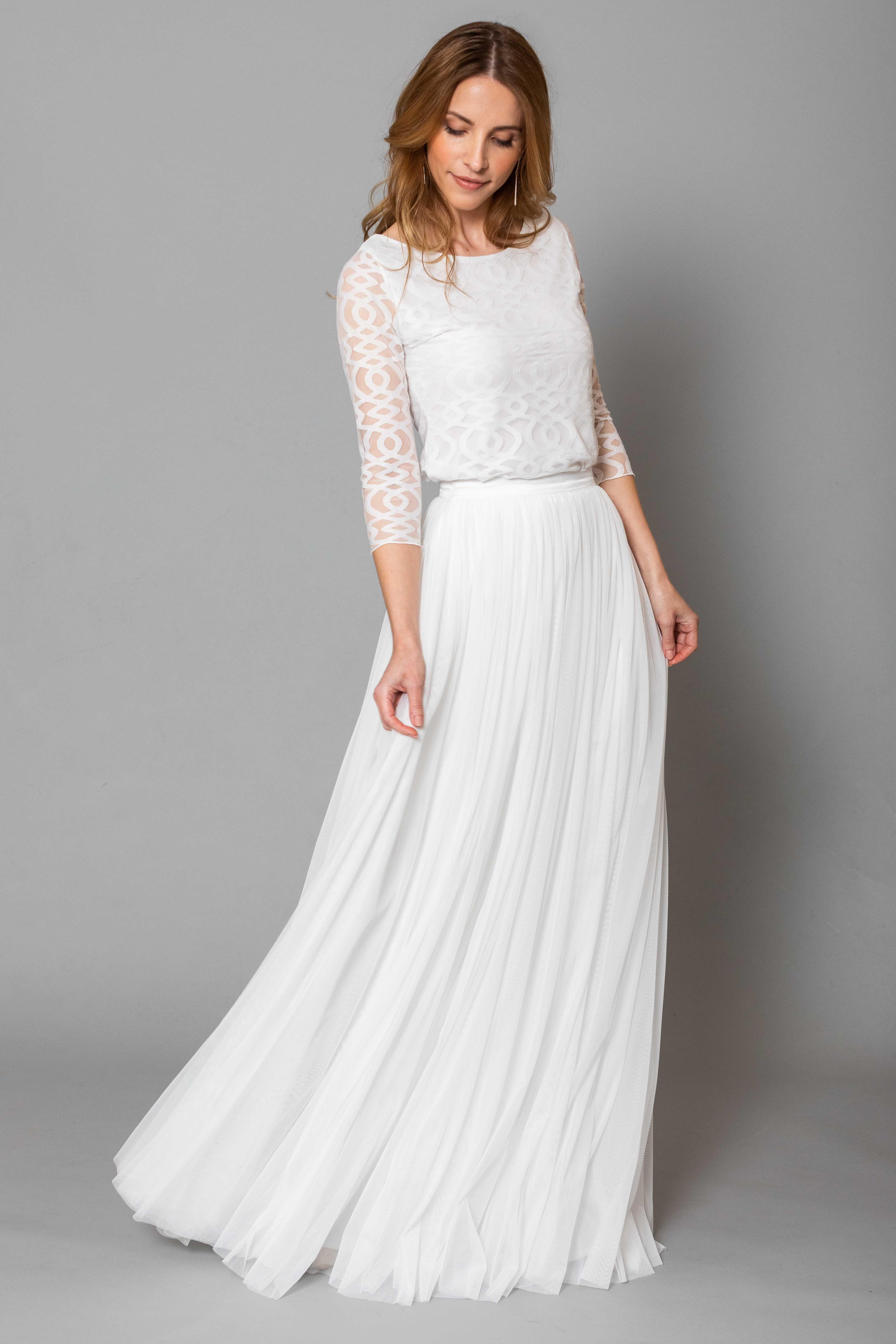 Constant Love Kollektion Moderne Braut andcompliments.com #zivilhochzeitskleider