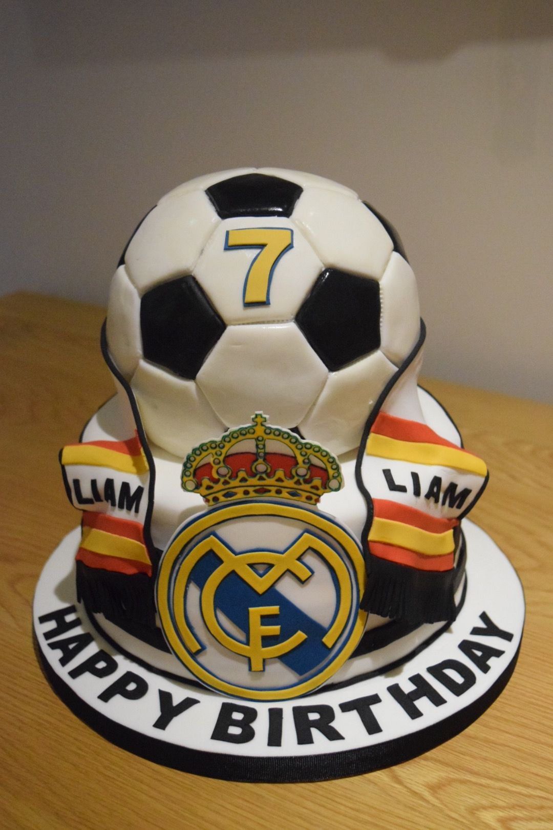 Real Madrid Football Cake With Images Soccer Cake Real Madrid