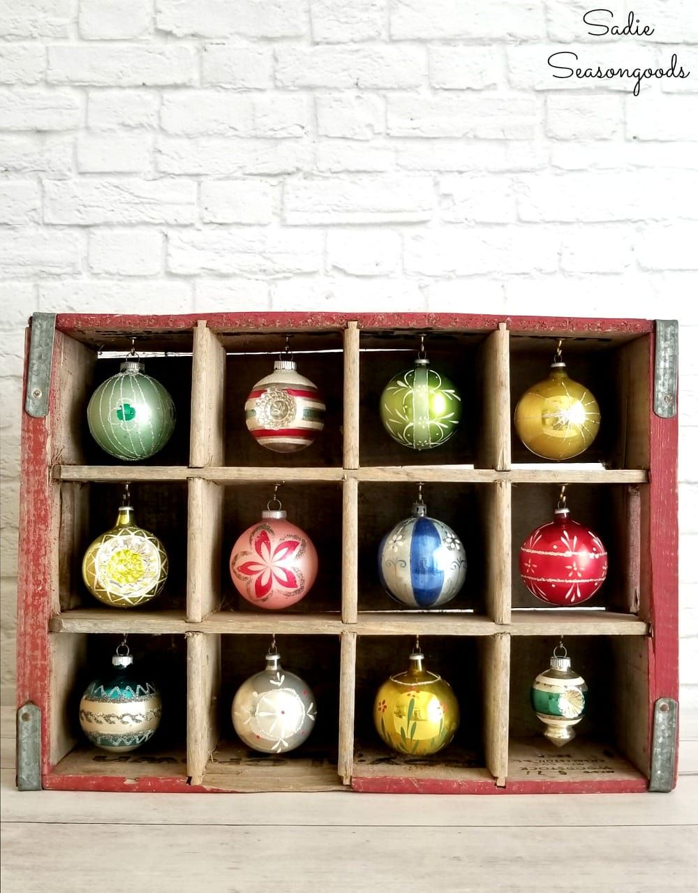Wooden Bottle Crate As A Wooden Ornament Stand For Christmas Decor Vintage Christmas Ornaments Ornament Display Vintage Christmas Decorations Farmhouse