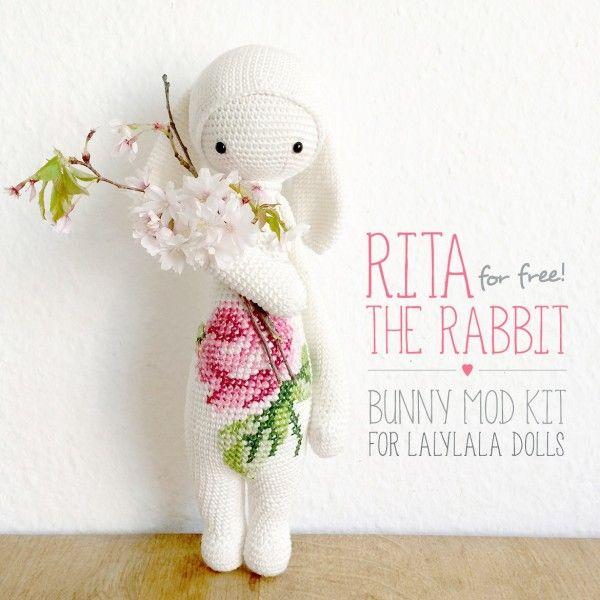 Conejo amigurumi con aplicación de rosa en punto cruz. | Bordados ...