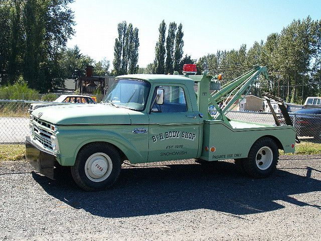 Nice Old Ford Tow Truck by moonm, via Flickr   Old Wreckers   Pickup