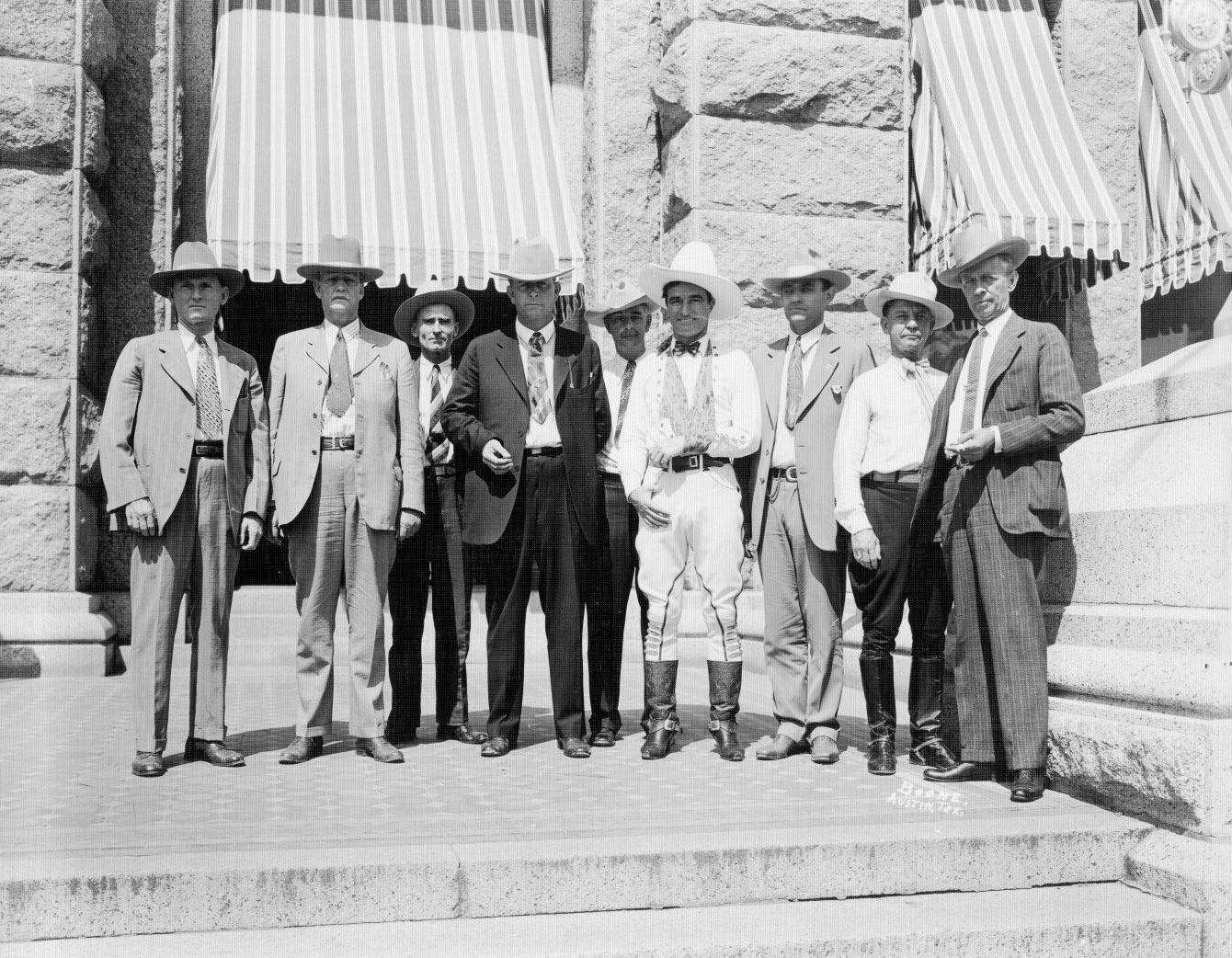 Frank Hamer middle Tom Mix to his right