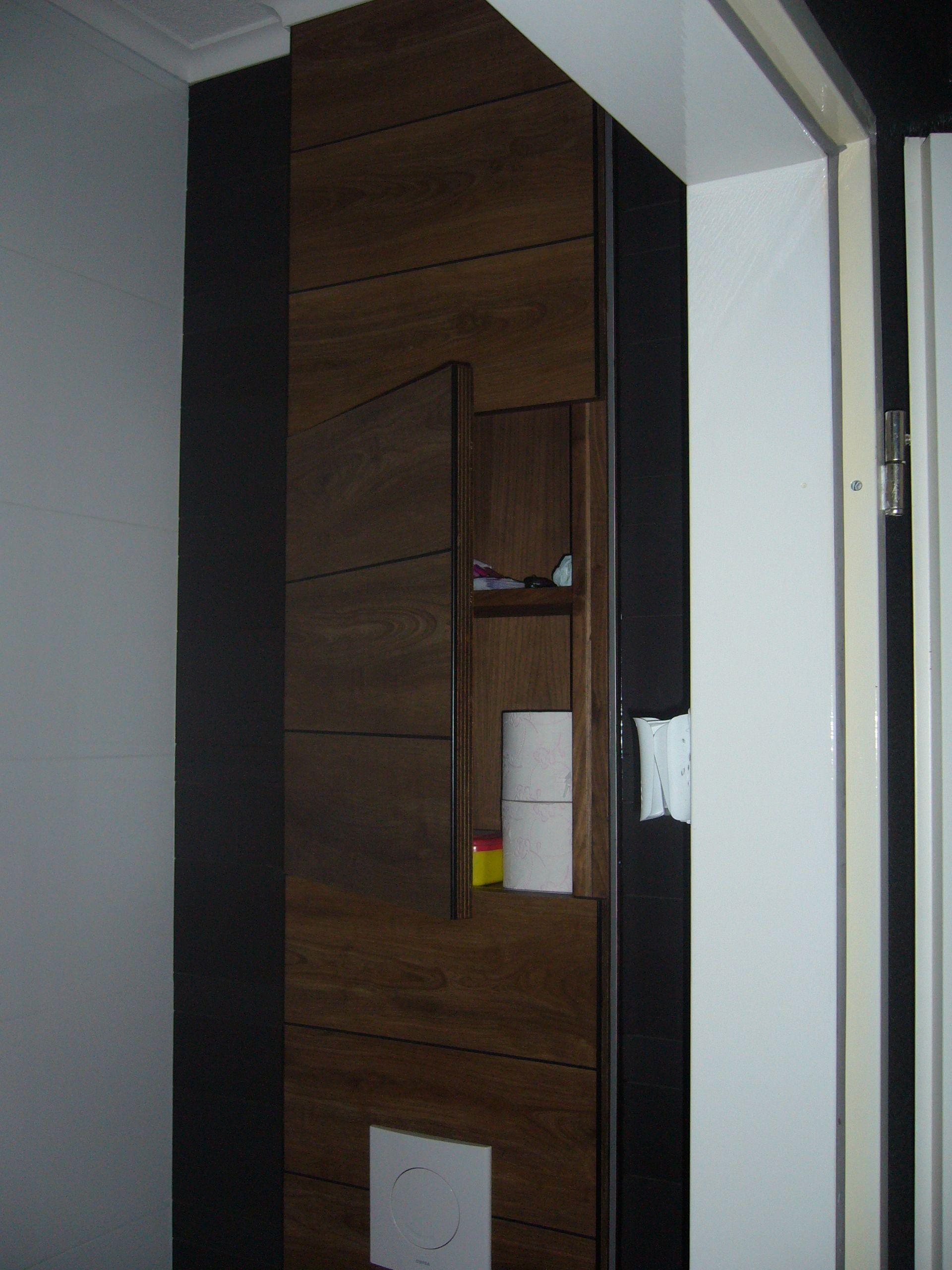 kastje verstoptingebouwd boven toiletreservaar toilet