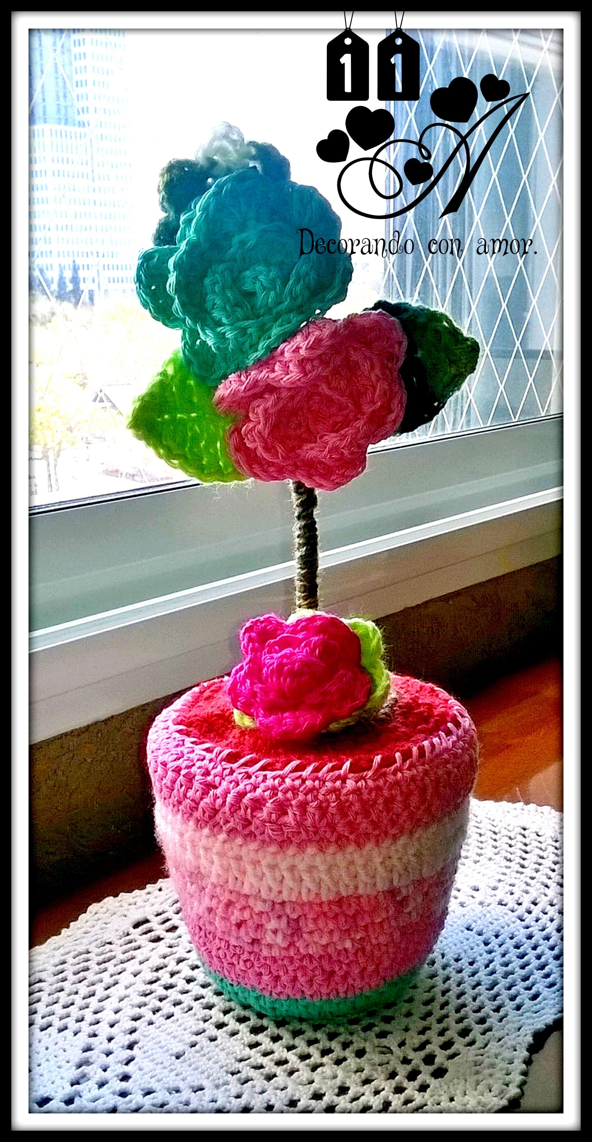 Maceta con Flores, elaborada al Crochet.