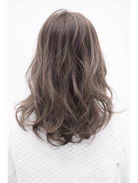 グレージュの髪色で外国人風ヘアカラー 暗めも明るめも 2017春夏