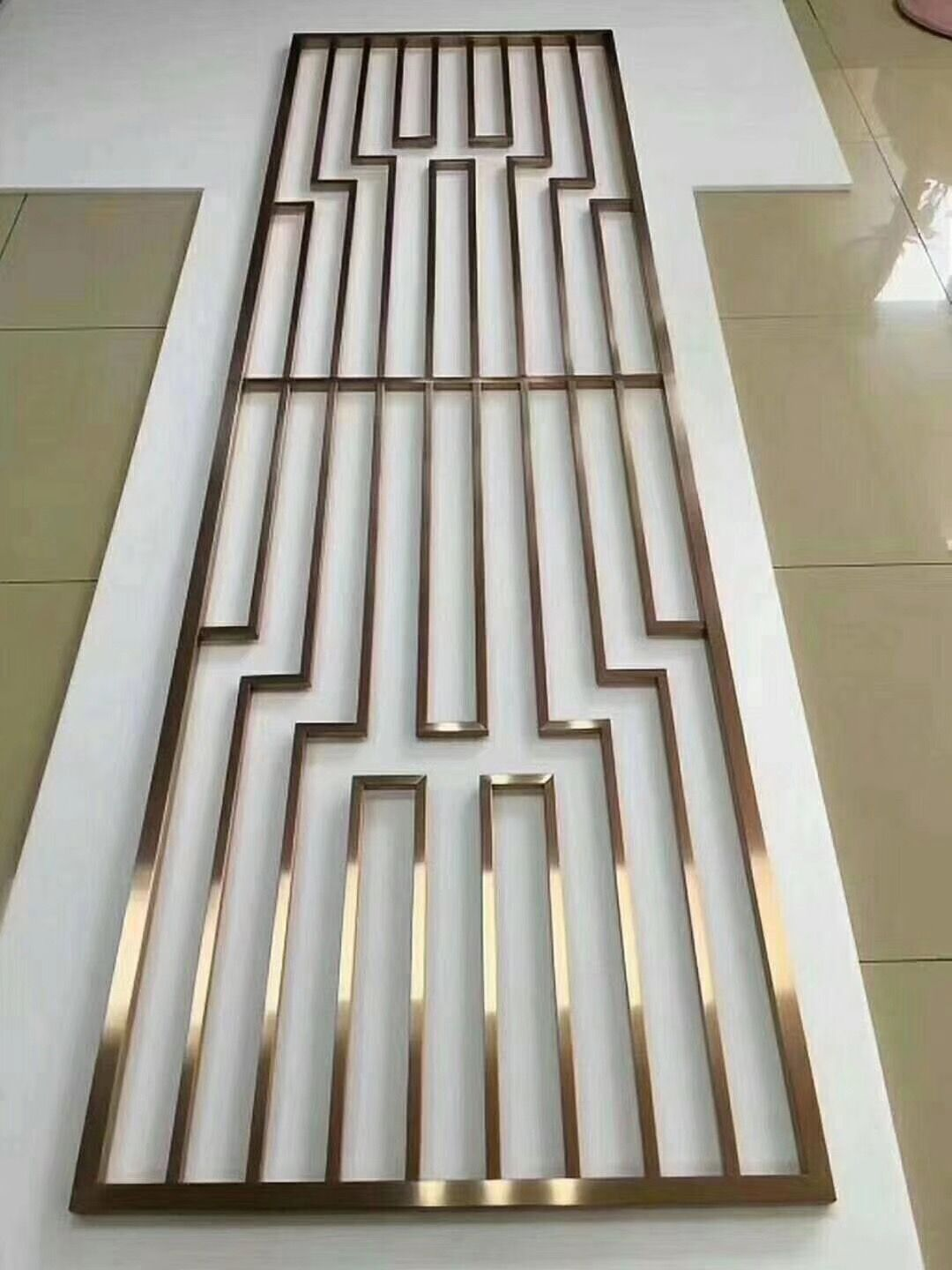 Decorative Metal Screen With Simple Design