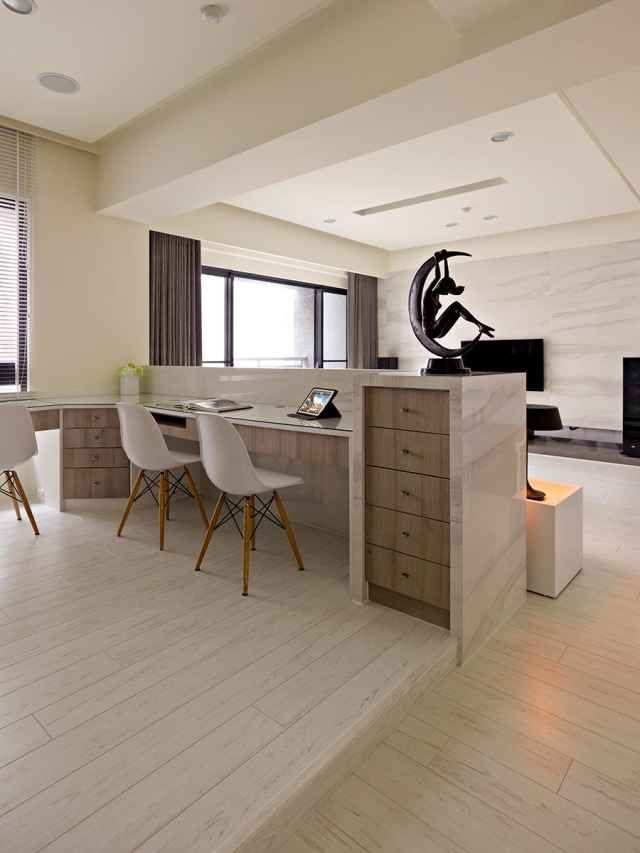 Open Study Room: Open Plan House With A Modern Flair