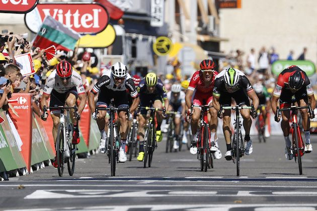 Tour de France peloton ripped to pieces in crosswinds as Michael Matthews wins stage 16 - Cycling Weekly