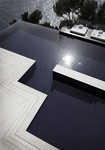 Hanging On The Edge Outdoor Swimming Pool Designs Dream Pools