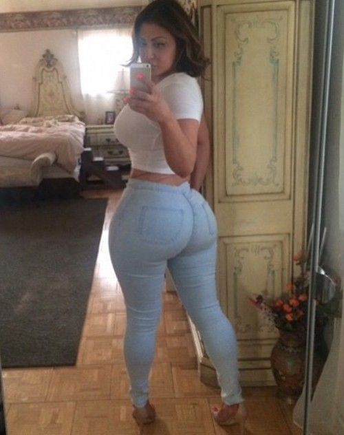Latinas in sexy tight pants