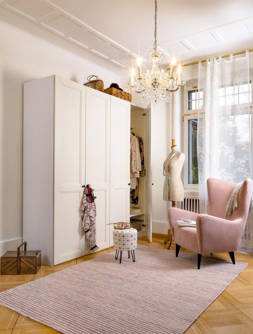 micasa schlafzimmer mit dreht renschrank modul individuell zusammenstellbar und h ngeleuchte. Black Bedroom Furniture Sets. Home Design Ideas